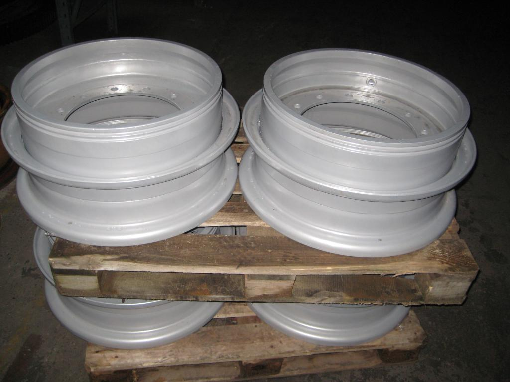 Grove GMK 2035 Rims and Tyres