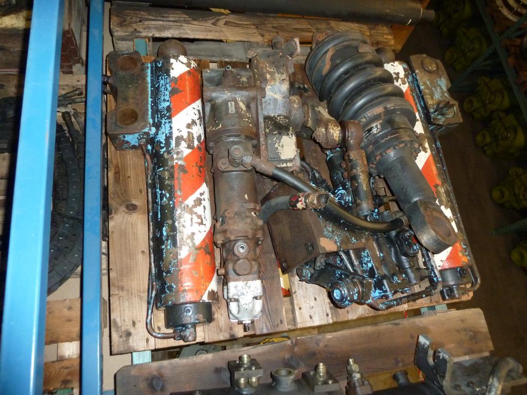 Liebherr LT 1055 Stödbens cylindrar