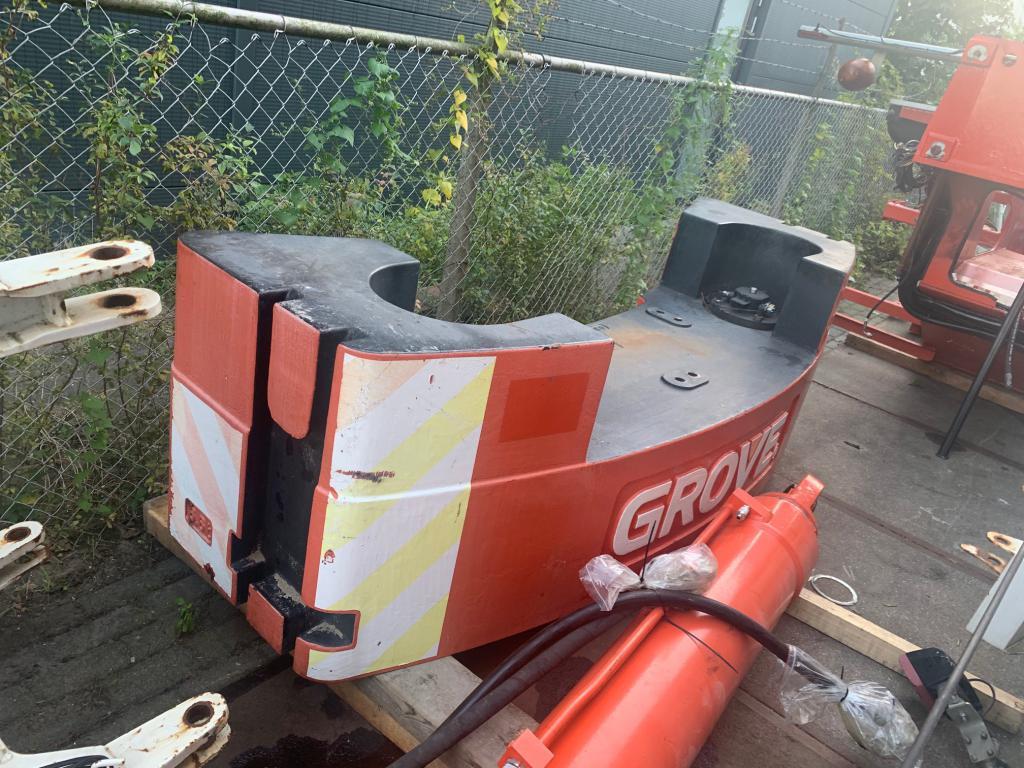 Grove GMK 3050-1 Counterweight