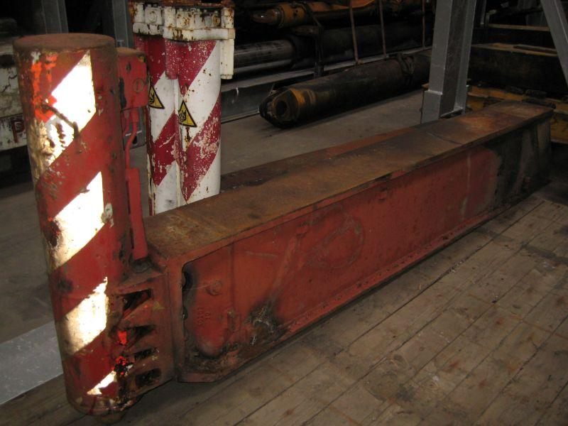 Demag TC 500 Outriggers/ cilinders
