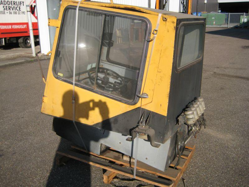 Liebherr LTM 1030 kabina