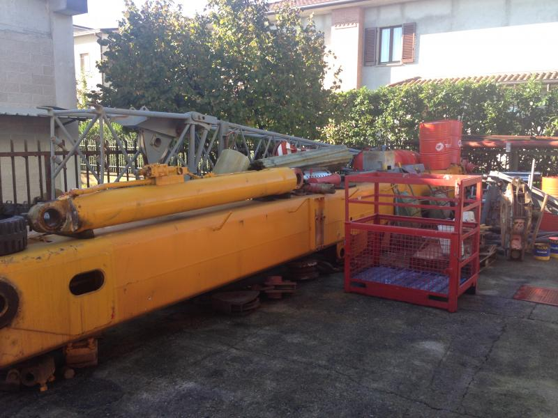 Krupp KMK 3045 Boom Sections