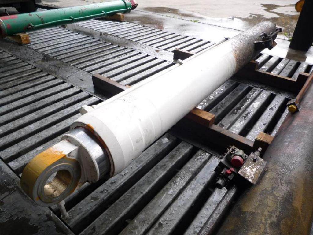 Liebherr LTM 1070-4 cylindry / tloki