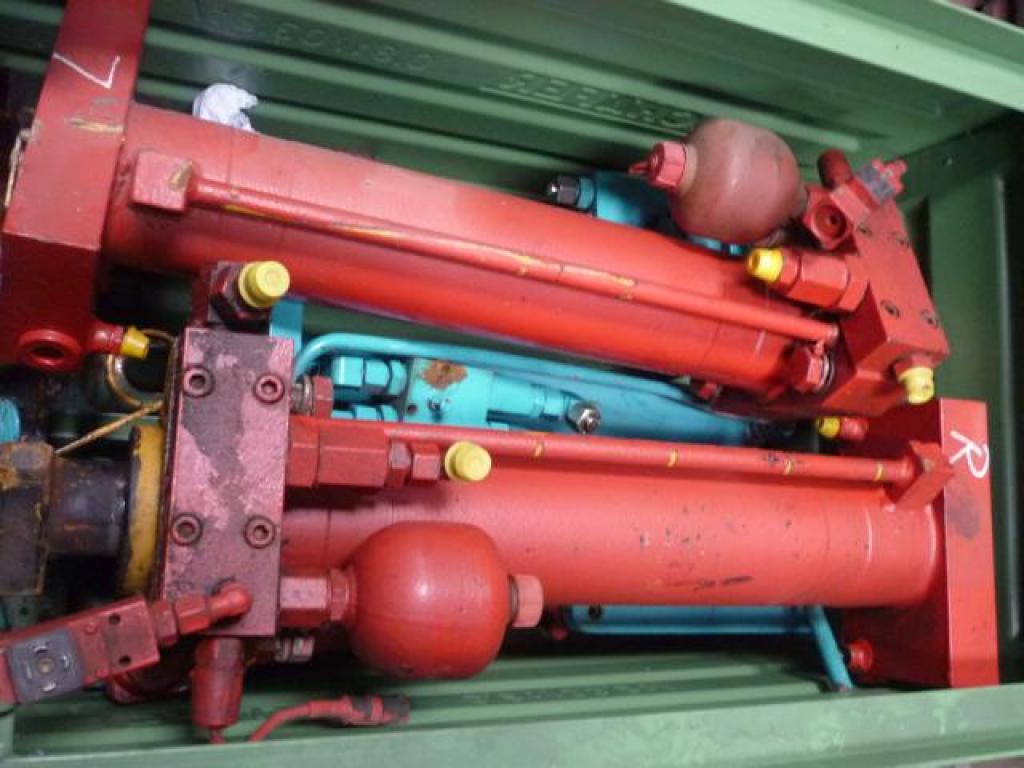 Liebherr LTM 1070 ζυγοστάτες,κουτιά/κύλινδροι