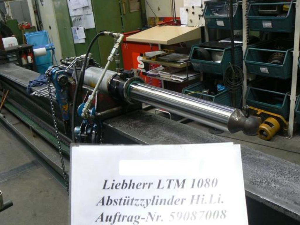 Liebherr LTM 1080-2 Outriggers/ cilinders