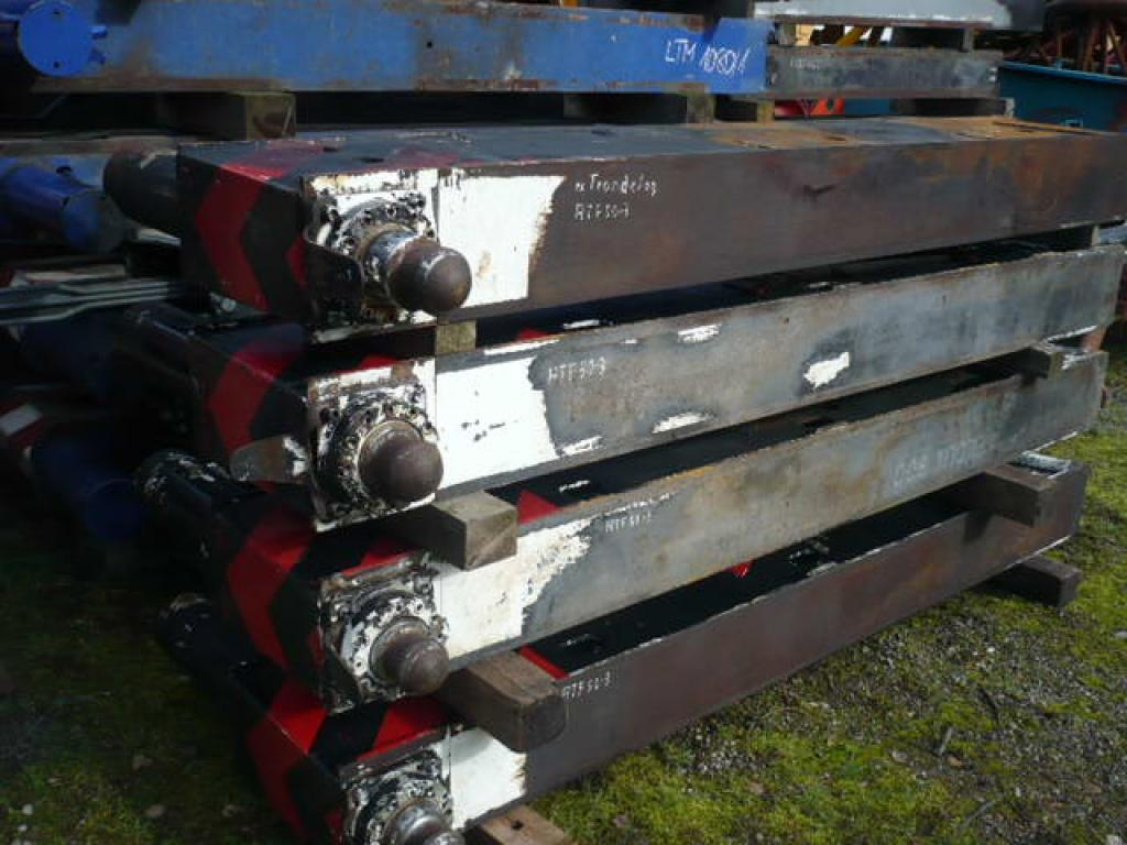 Faun ATF 50-3 Outriggers/ cilinders