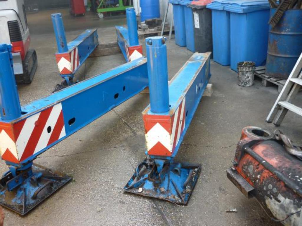 Faun ATF 30-2 Outriggers/ cilinders