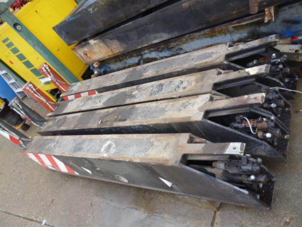 Demag AC 40-1 Outriggers/ cilinders