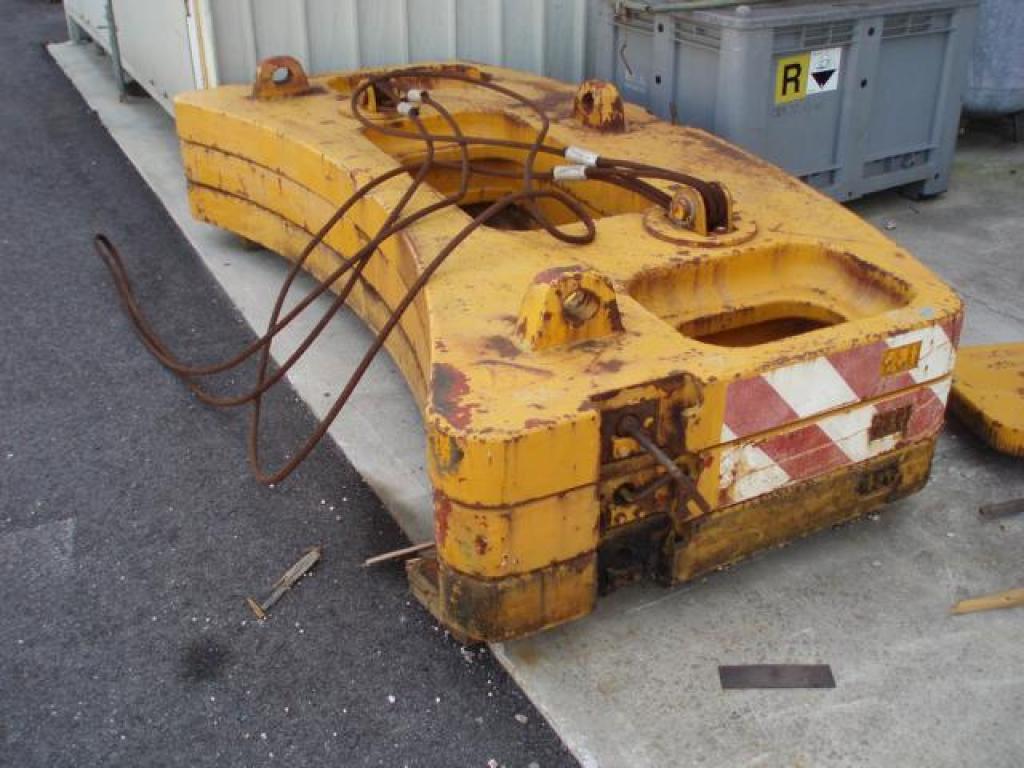 Krupp KMK 3045 Counterweight